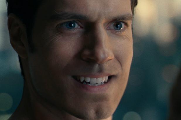 Sau khi Justice League được phát hành tại rạp, bộ râu của Superman trở thành đề tài bàn luận sôi nổi. Cảnh cận mặt này được quay khi nhân vật Superman hồi sinh.