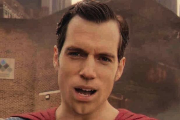 CGI khiến khuôn miệng nam diễn viên đơ cứng. Trang The Wrap bình luận: Không nên đổ lỗi cho nhân viên phụ trách CGI. Tôi nghĩ không có loại kỹ xảo nào đáp ứng được việc xóa ria mép khỏi mặt diễn viên.