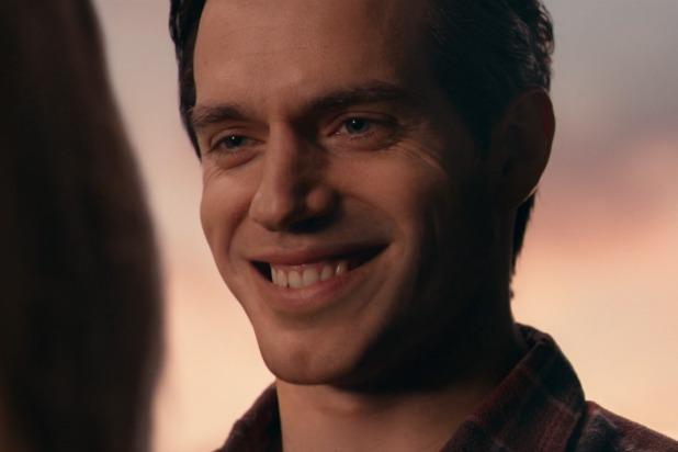 Thật ngạc nhiên khi Lois Lane vẫn yêu Clark Kent sau khi anh mỉm cười với cô như thế này.