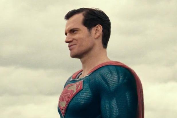 Trông như đây không phải Henry Cavill mà là Michael Shannon - nam diễn viên đóng General Zod trong Man of Steel.