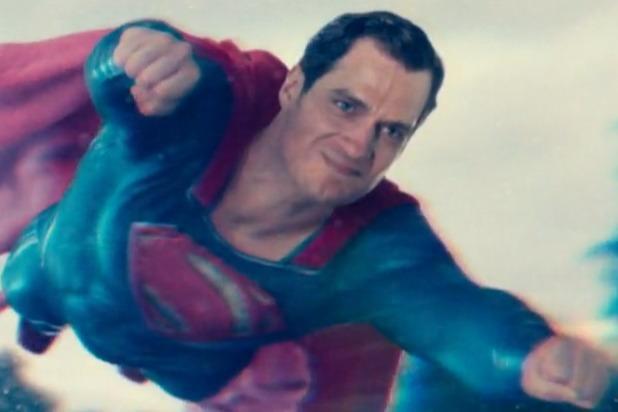 Và bộ phim kết thúc bằng khuôn mặt kỳ cục này của Superman.