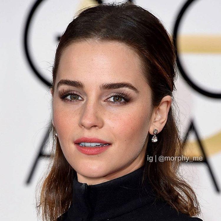 Vẻ đẹp cổ điển giữa Emma Watson và Mẹ Rồng Emilia Clarke tạo nên mỹ nhân với ánh nhìn long lanh cuốn hút.