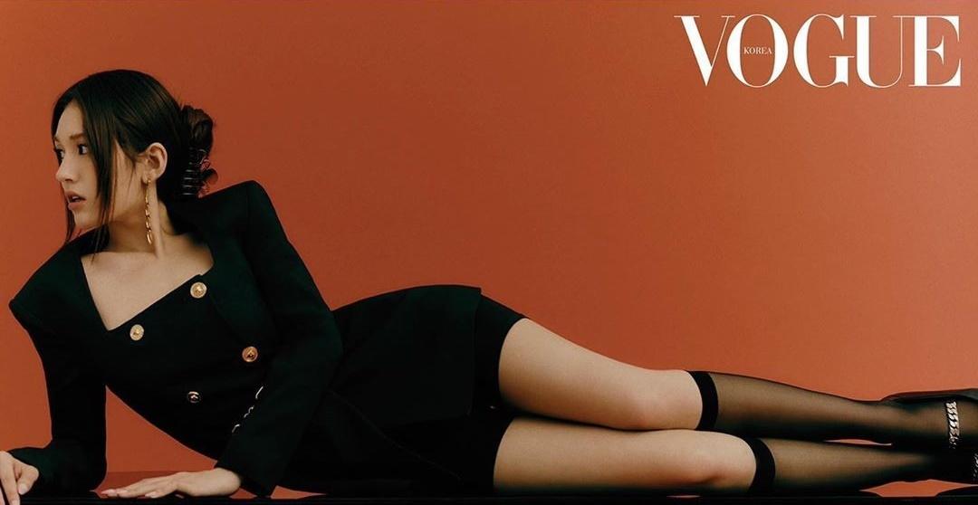 Nữ idol 10x Jeon Somi khoe đường cong quyến rũ trên tạp chí.