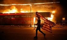 Đồn cảnh sát Mỹ bị đốt phá sau vụ 'ghì chết người da màu'