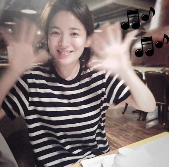 Song Hye Kyo được khen hack tuổi khi trút bỏ son phấn. Nữ diễn viên xếp vị trí thứ 4 với 3% lượt bình chọn.