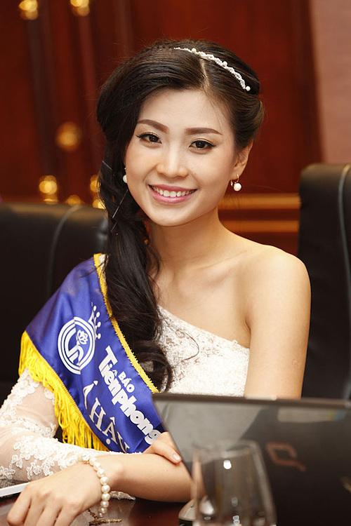 Á hậu 2 Diễm TrangDiễm Trang sinh năm 1991, từng tốt nghiệp Đại học Quốc tế, Đại học Quốc gia TP HCM. Khi tham gia Hoa hậu Việt Nam 2014, cô được đánh giá là một trong những người đẹp tri thức sáng giá của cuộc thi. Sau khi giành giải Á hậu, cô sống kín tiếng.