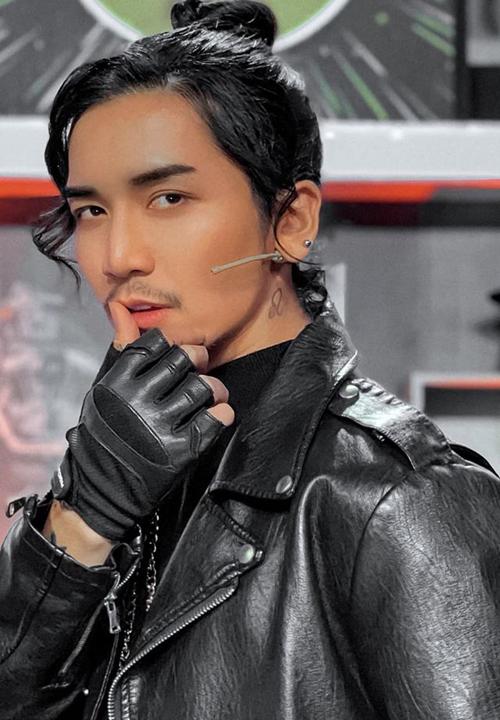 Vốn thích giả gái, BB Trần bất ngờ đàn ông khác lạ khiến fan khó nhận ra.