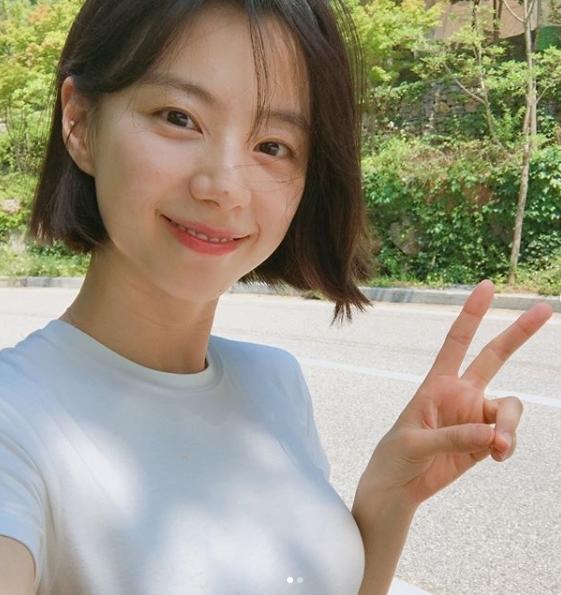 Bà xã Bae Yong Joon nhận được 0,6% lượt bình chọn. Nữ diễn viên 35 tuổi có mặt mộc tươi trẻ được nhiều fan ngưỡng mộ.