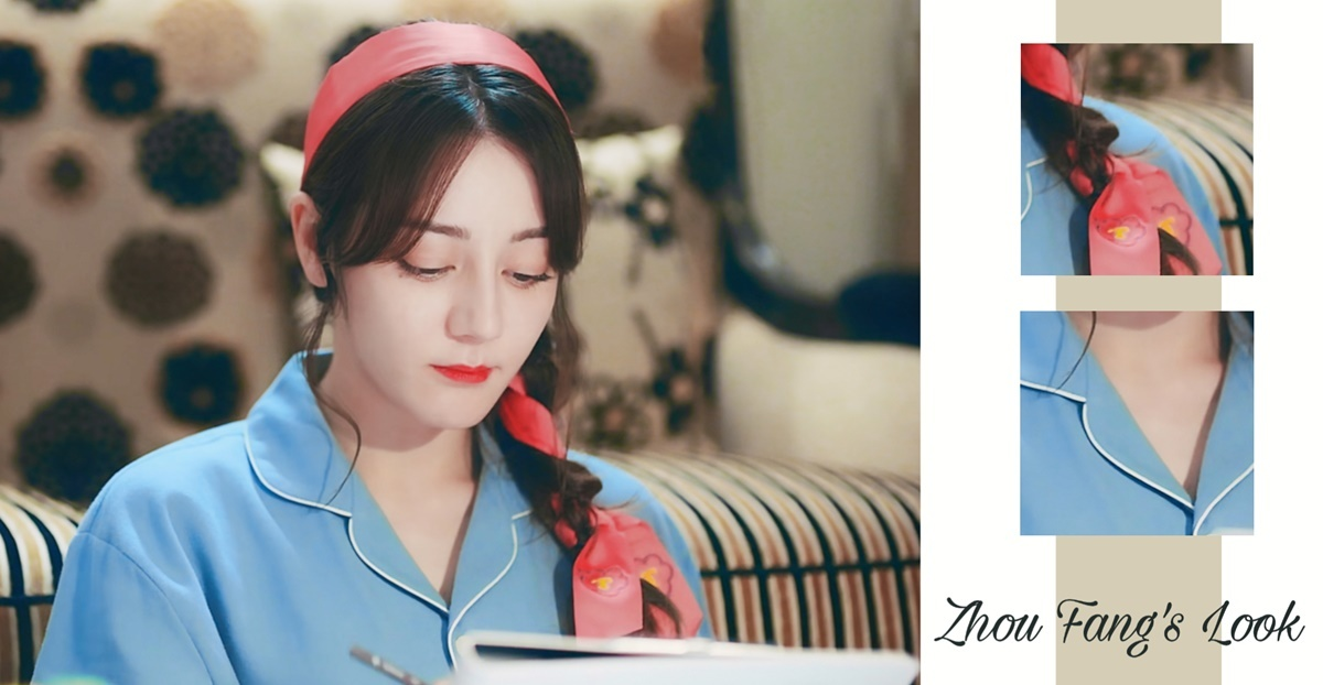 Bộ đồ ngủ màu xanh đơn giản được cô nàng điểm tô bằng dây buộc tóc màu đỏ.