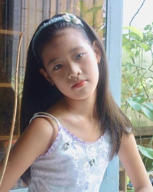 Khánh Vân năm 10 tuổi. Những đường nét trên khuôn mặt cô không khác nhiều so với hiện tại.