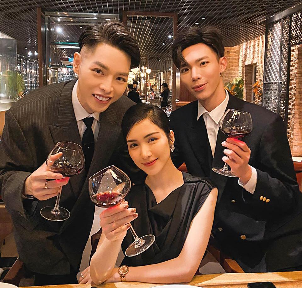 Hòa Minzy đón sinh nhật ấm cúng bên hai người em thân thiết là Đức Phúc và Erik.