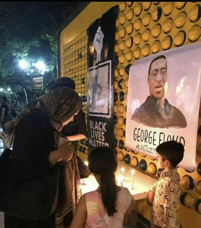 """<p class=""""Normal"""">Tại Iran, người dân cũng tổ chức cầu nguyện cho<span>George Floyd.</span></p>"""