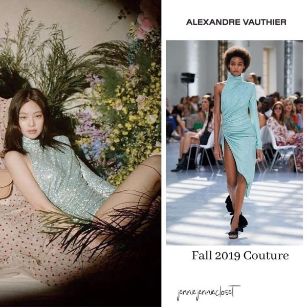 Jennie là sao Hàn trẻ nhất có vinh dự được khoác lên mình một bộ cánh Haute Couture xa hoa. Nữ idol sinh năm 1996 từng chụp ảnh cho Vogue với thiết kế của nhà mốtnhà mốt Alexandre Vauthier trình làng trong bộ sưu tập thu - đông năm 2019 - 2020. Chiếc váy có đường xẻ cao nhằm khoe đùi, một bên có tay, một bên không có tay. Đính trên thân váy là hơn 220 nghìn viên pha lê Swarovski đắt tiền.