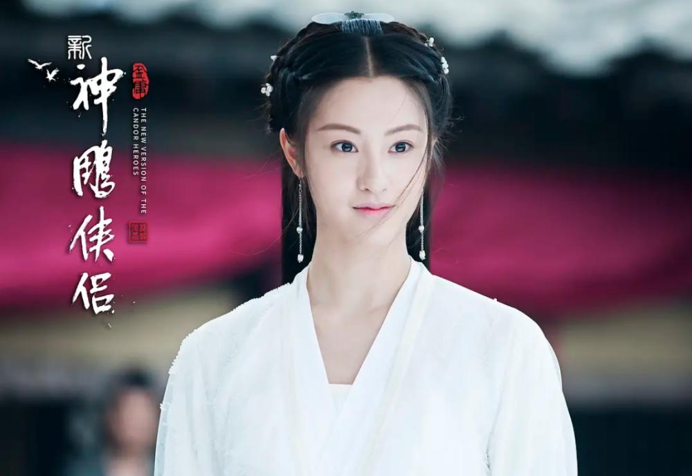 Mao Hiểu Tuệ cũng có ngoại hình xinh đẹp nhưng cách trang điểm của Tiểu Long Nữ trong phim này lại quá mờ nhạt. Nhan sắc của nữ diễn viên không thể vượt qua được vẻ sắc sảo của đàn chị.