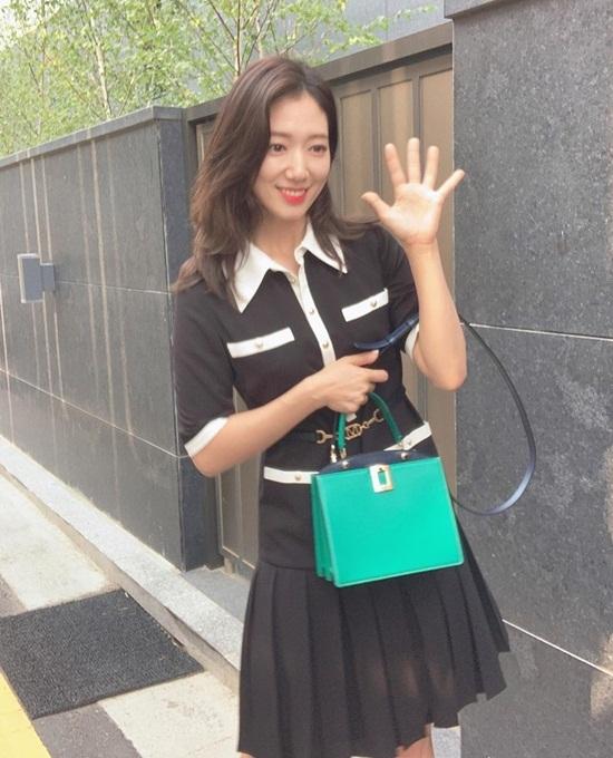 Park Shin Hye xinh tươi bất chấp ảnh chụp rung nhòe.