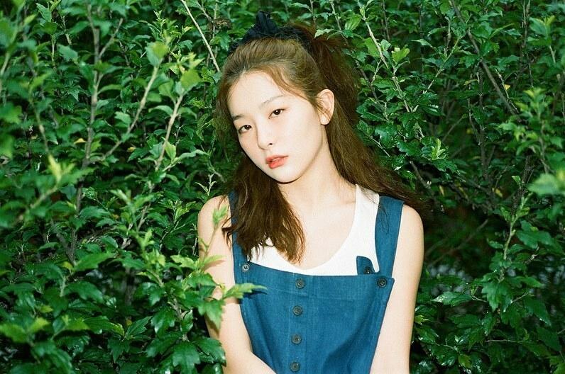 Seul Gi đốn tim fan với kiểu tóc buộc cao tôn khuôn mặt tròn cute.