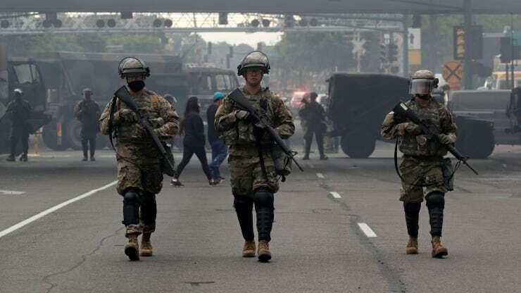 Lực lượng Vệ binh quốc gia tạithành phố Minneapolis, bang Minnesota ngày 29/5. Ảnh: Reuters.