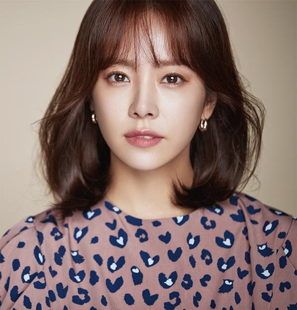 Ảnh hậu Han Ji Min (1982) là một trong những ngôi sao quyền lực nhất Kbiz hiện tại. Cô là diễn viên hạng A, có thu nhập khủng và nhận được đánh giá cao từ giới chuyên môn lẫn khán giả.
