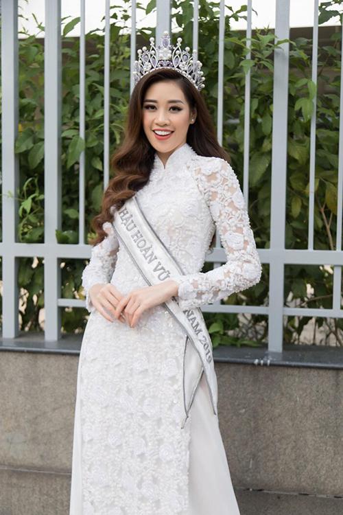 Ngoài đăng quang danh hiệu cao nhất, Khánh Vân còn từng giành giải Người đẹp Áo dài ở Hoa hậu Hoàn vũ Việt Nam 2019.