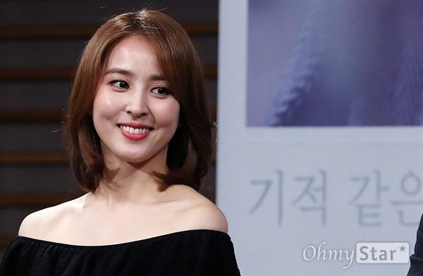 Vẻ đẹp trẻ trung ở tuổi 40 của Han Hye Jin.