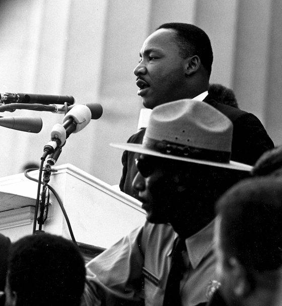 Mục sư Martin Luther King Jr. diễn thuyết Tôi có một giấc mơ tại Đài tưởng niệm Lincoln trong cuộc diễu hành vì nhân quyền ở Washington DC vào 28/8/1963.