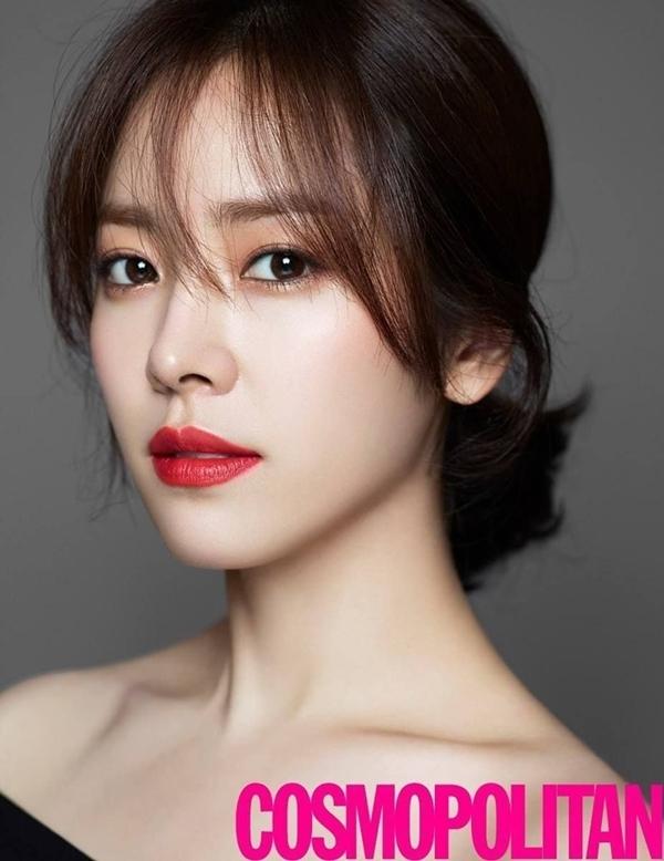 Han Ji Min có những đường nét thanh thoát, trong đó đôi mắt đượm buồn là điểm thu hút hơn cả.Tỷ lệ gương mặt của cô cũng rất hoàn hảo(1:3:1:1), là tiêu chuẩn sắc đẹp được nhiều bệnh viện thẩm mỹ ưa chuộng.