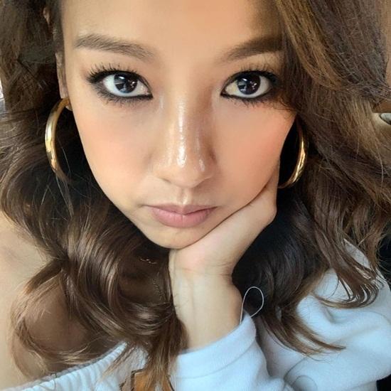 Lee Hyo Ri ở tuổi 41 vẫn có nhan sắc trẻ trung, cá tính. Cô nàng đang lập nhóm nhạc dự án cùng MC Yoo Jae Suk và Rain.