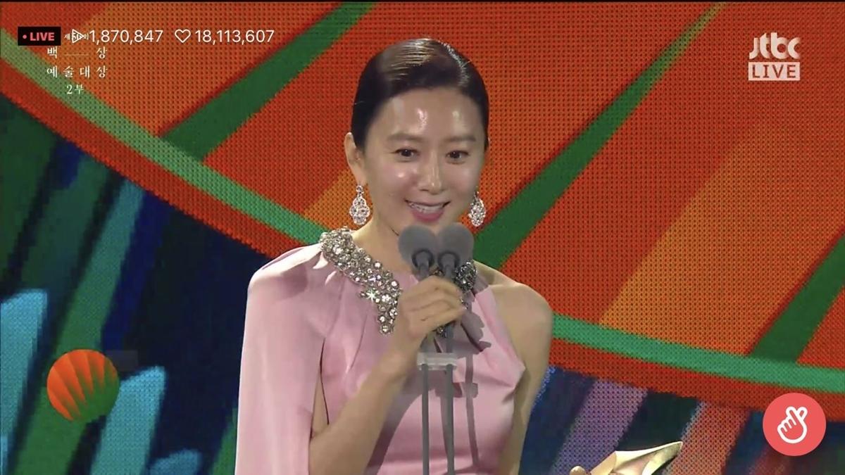 ...đã thuộc về Kim Hee Ae.
