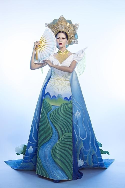 Hoàng Hạnh diện trang phục dân tộc.