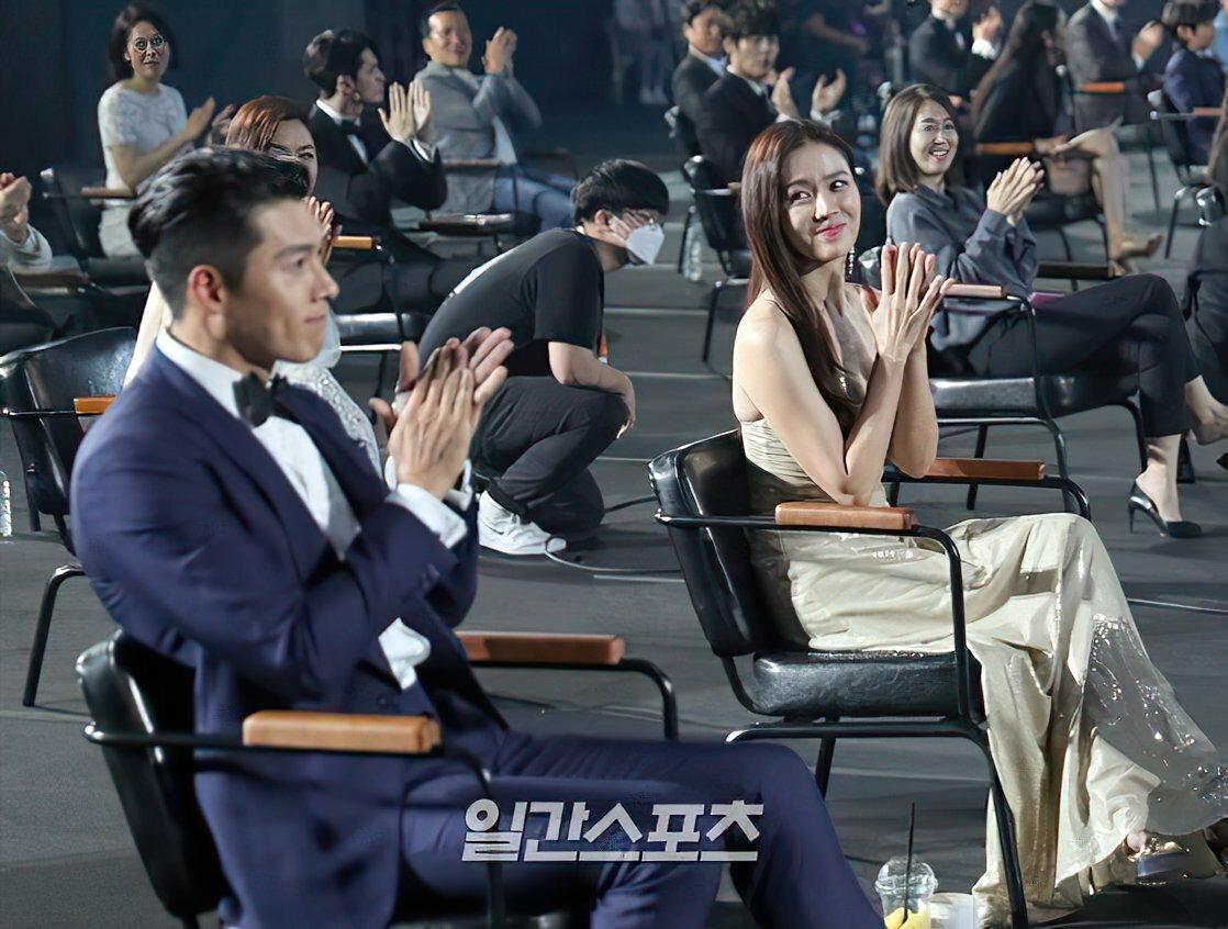 Dù là 6 năm trước hay bây giờ, Son Ye Jin vẫn nhìn Hyun Bin say đắm - 2