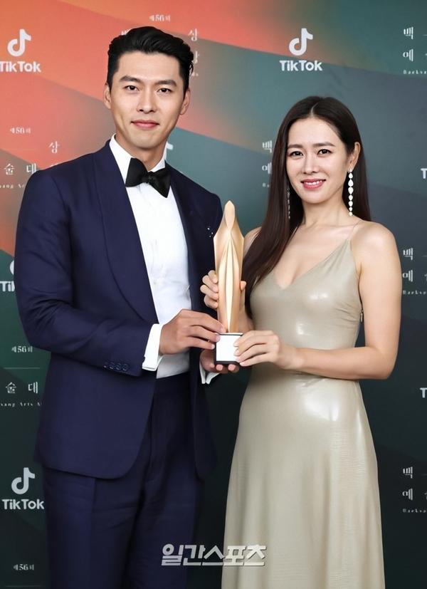 Visual rạng ngời, đôi lứa xứng đôi của Hyun Bin - Son Ye Jin.
