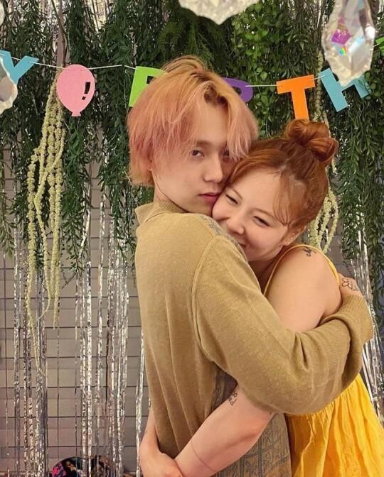 Cặp đôi Hyuna - EDawn khiến fan ghen tỵ khi chia sẻ hình ảnh ngọt ngào.