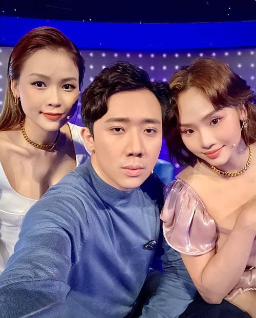 Selfie cùng Sam và Miu Lê khi đi quay gameshow, Trấn Thành hỏi: Vậy đủ làm nhóm nhạc chưa.