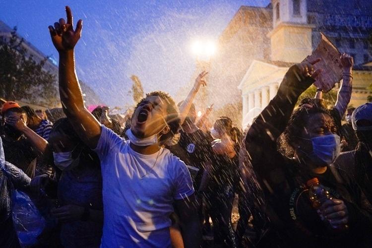 Người biểu tình ở Washington DC hôm 4/6. Ảnh: AP.