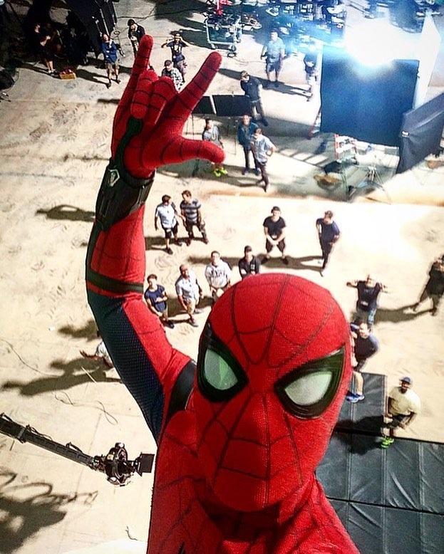 """<p>Tấm hình selfie cực ngầu của """"Người Nhện"""" Tom Holland.</p>"""