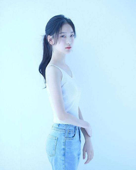 Seung Hee cao 1,66m, nặng 44kg. Body mỏng manh nữ tính của cô nàng rất hợp gu khán giả Hàn.
