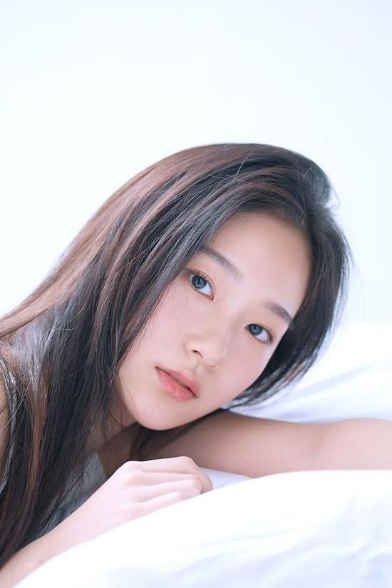 Seung Hee có nét đẹp trong sáng nhẹ nhàng, được netizen liên tưởng đến bộ đôi mỹ nhân nhà SM: Yoona và Krystal. Một số người còn cho rằng nhan sắc Seung Hee là sự kết hợp giữa Shu Hua (G)I-DLE và hai diễn viênSeo Ye Ji, Kim Sae Ron.