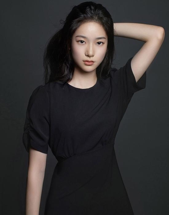 Với loạt ảnh profile mới trên trang chủ củaGolden Medalist, netizen dự đoán Seung Hee sắp sửa có dự án phim ảnh đầu tay trong sự nghiệp.