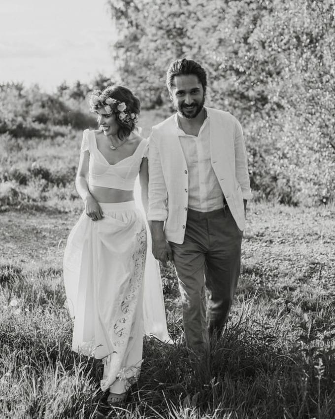 <p>Mới đây,cô đăng ảnh cưới lên trang cá nhân.Theo <em>Just Jared</em>, đây không phải đám cưới thật.Nhânvật đứngcạnhAnna trong hình là Otar Saralidze,bạn diễn của cô trong <em>365 Days</em>. Hình ảnh nằm trong dự án hỗ trợ dịch vụ đám cưới giữa đại dịch.</p>
