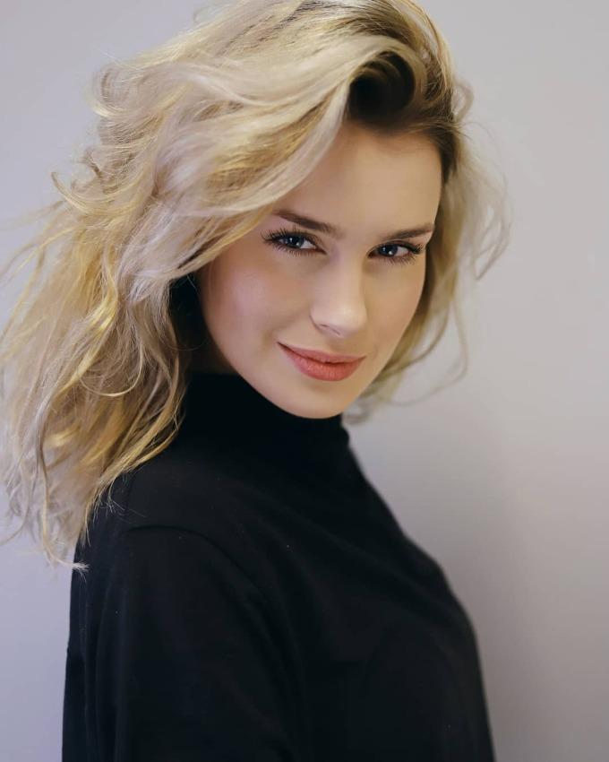 <p>AnnaMaria Sieklucka28 tuổi,nổilên nhờphim <em>365Days</em>chiếu trên Netflix -bộ phim nằm trong Top 10 phim hot nhất hiện nay ở nhiều quốc gia. Nữ diễn viênvàovai Laura -cô gái phải lòng chính kẻ bắt cóc mình.</p>