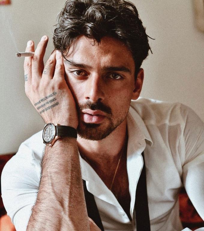 """<p class=""""Normal"""">Nam diễn viên người Italy Michele Morrone, 29 tuổi, gây chú ý khi đóng <em>365 Days</em>. Trong phim, anh vào vai<span>Massimo - ông trùm mafia giàu có,bắt cóc nữ chính vì yêu thầm. Massimo giao cho con tin nhiệm vụ phải nảy sinh tình cảm với anh trong vòng 365 ngày.</span></p>"""