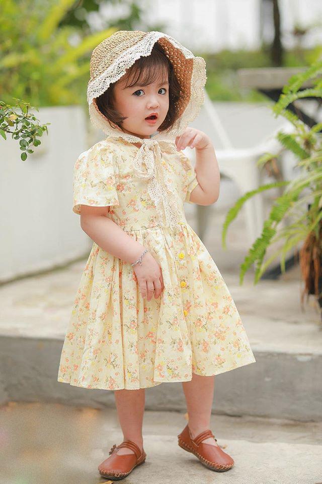 Mới 3 tuổi, chập chững làm mẫu chưa được một năm nhưng Cherry An Nhiên đã lọt mắt xanh nhiều nhà thiết kế. Cô nhóc là gương mặt mẫu nhí khá đắt show, thường xuyên chụp hình lookbook và xuất hiện trong các fashion show dành cho trẻ em.