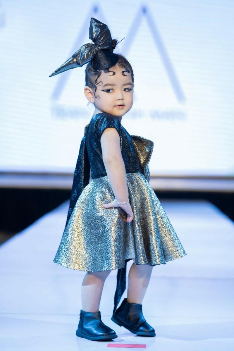 Từ khi mới 2 tuổi, An Nhiên đã được mẹ cho làm quen với ánh đèn sân khấu. Cô nhóc thể hiện sự thông minh, lanh lợi, yêu thời trang và rất dạn dĩ trước ống kính.