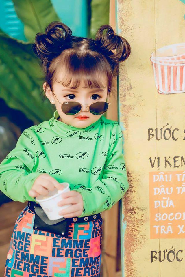 Dù có bố mẹ đều là người Việt, mẫu nhí 3 tuổi mang vẻ đẹp lai khá lạ. Gương mặt bầu bĩnh và đôi mắt to tròn giúp An Nhiên được lòng nhiều hãng thời trang trẻ em.
