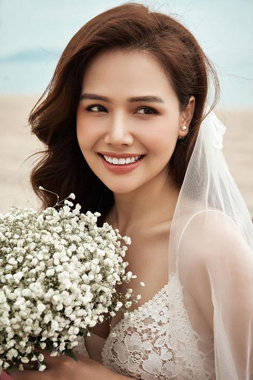Phanh Lee khoe ảnh cưới hiếm hoi. Sau khi kết hôn, cô vẫn không để lộ mặt ông xã.