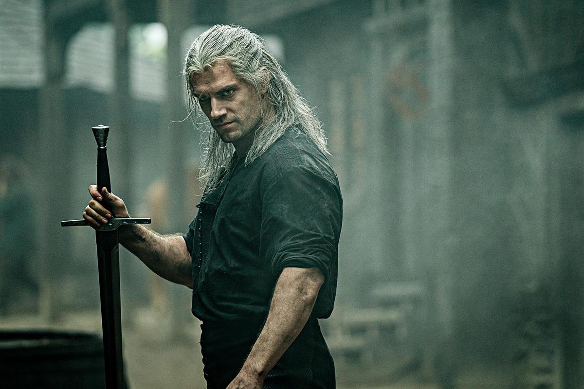 Henry Cavill đóng chính, vai thợ săn Geralt.