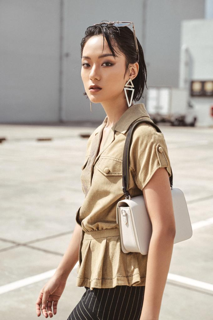 """<p class=""""Normal""""><span>Trong bộ ảnh giới thiệu bộ sưu tập mới, NTK Xuân Lê hợp tác với Hồ Thu Anh, gương mặt trưởng thành từ cuộc thi The Face và đang là fashionista triển vọng của làng thời trang Việt.</span></p>"""