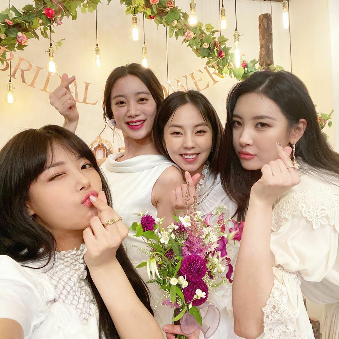 Yu Bin chia sẻ khoảnh khắc thân thiết giữa 4 cựu thành viên Wonder Girls trong buổi tụ tập trước đám cưới của Hye Rim.