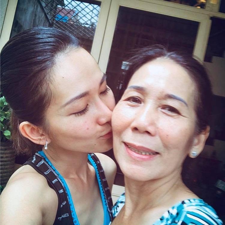 Kim Hiền và mẹ.