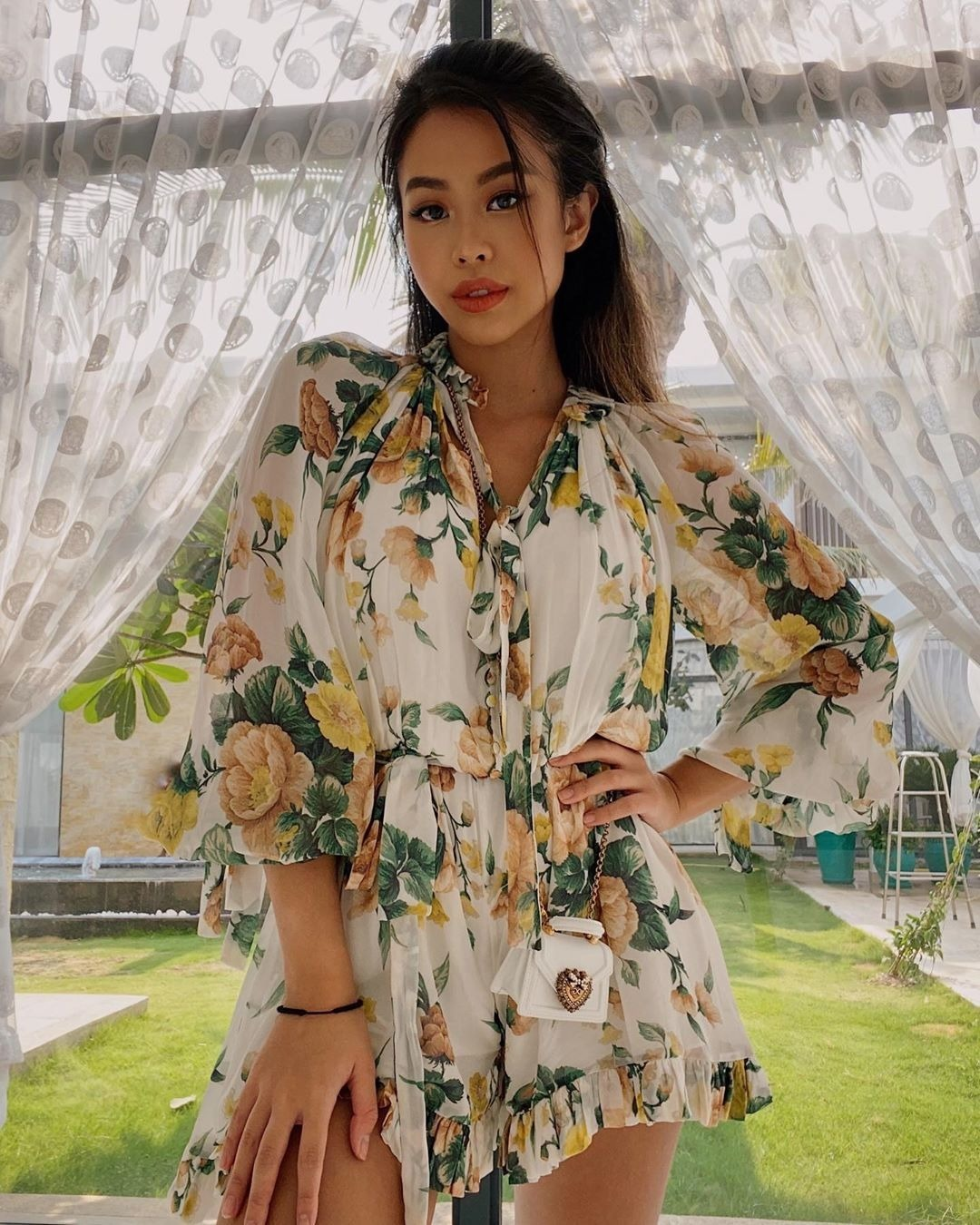 Con gái vua hàng hiệu Việt sở hữu bộ sưu tập hàng chục chiếc váy hoa, trong đó đa phần đến từ hai thương hiệu Dolce & Gabbana và Zimbermann.